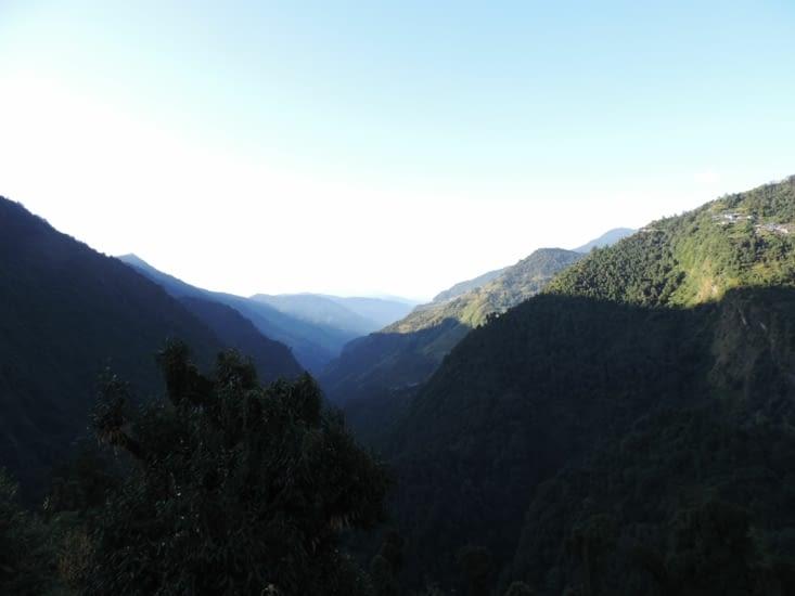 vue depuis Sinuwa, nous avons descendu la colline du fond a droite, montées et descendu celle juste a droite, pour remonter jusqu'à Sinuwa