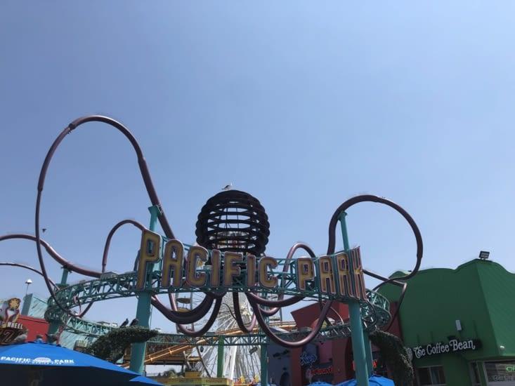 Le parc d'attraction sur la jetée qui en fait sa particularité