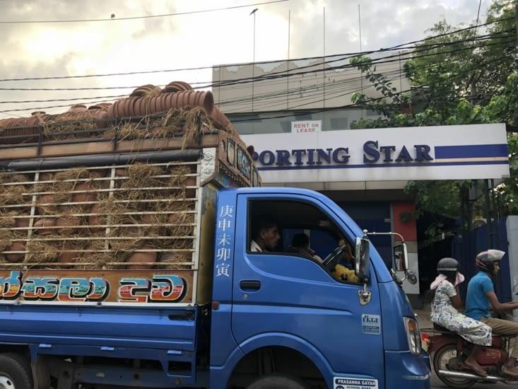 Un beau camion de marchandise