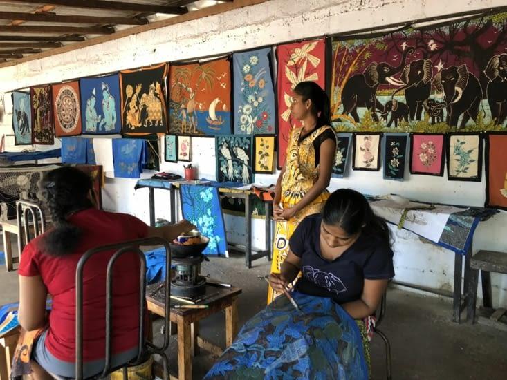 Fabrication à la main de tenues traditionnelles
