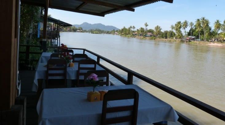 hôtels et restos donnent sur le fleuve
