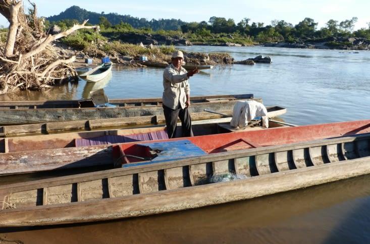 promenade en pirogue pour aller voir les petits dauphins de l'Irrawady