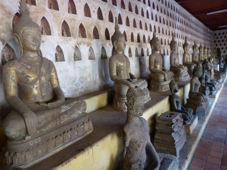 ou la pagode des 6000 bouddhas de toutes tailles, en bois, bronze, terre cuite, argent  et