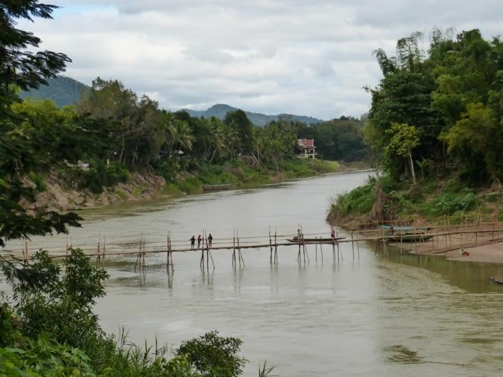 la rivière Nam Khan qui se jette dans le Mékong juste après la boucle