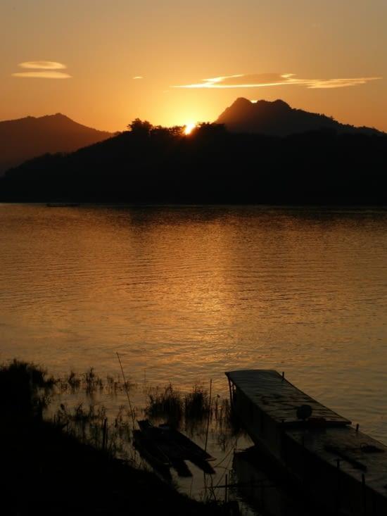 soleil couchant sur le Mékong
