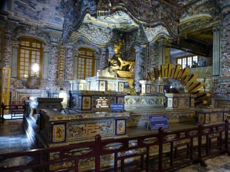 le palais de la destinée ou le mausolée de l'empereur qui abrite son tombeau.