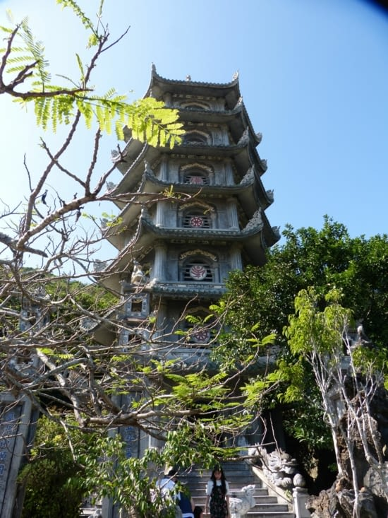 1 des pagodes des montagnes de marbre qui  sont 5 et chacune correspond à un élément