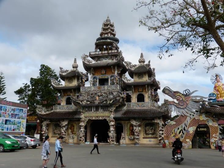 la pagode de Linh Quang, une originalité parmi les temples bouddhistes.