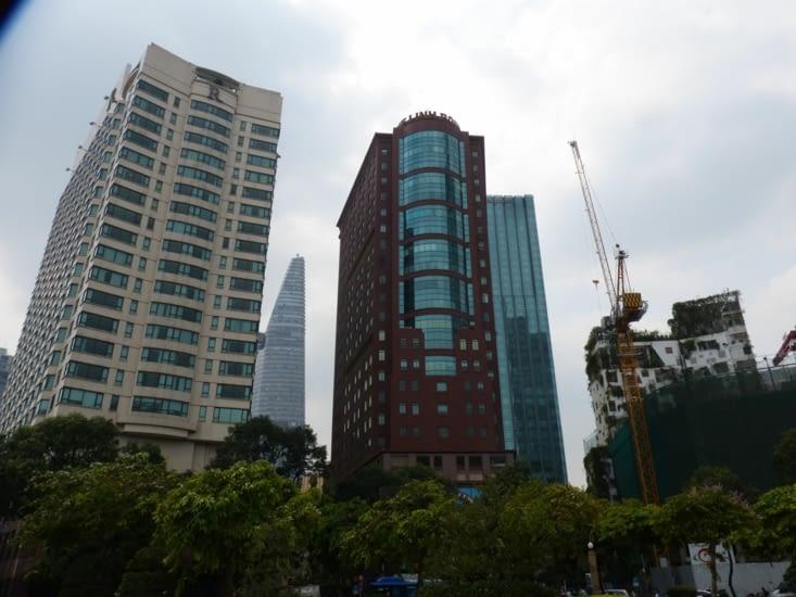 des immeubles modernes .Présence des chinois,coréens,taïwanais, des japonais,.un rapport?