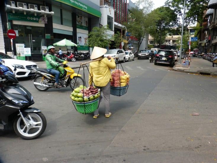 la vie dans la rue reste toujours très dense