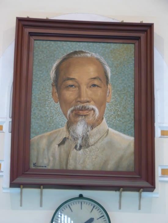 """où trone Mr HO CHI MINH, """"le père de la nation"""""""