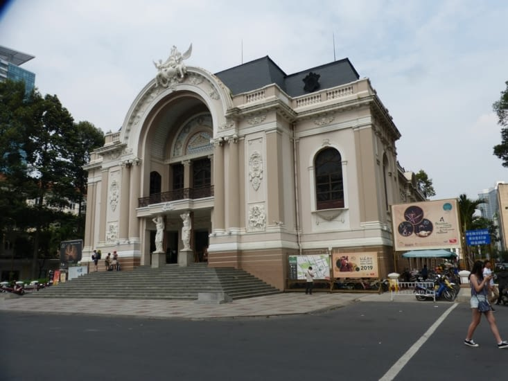 reste la french touch. ici l'opéra (1897) rebaptisé théatre municipal