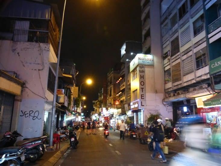 notre rue dans le quartier des routards