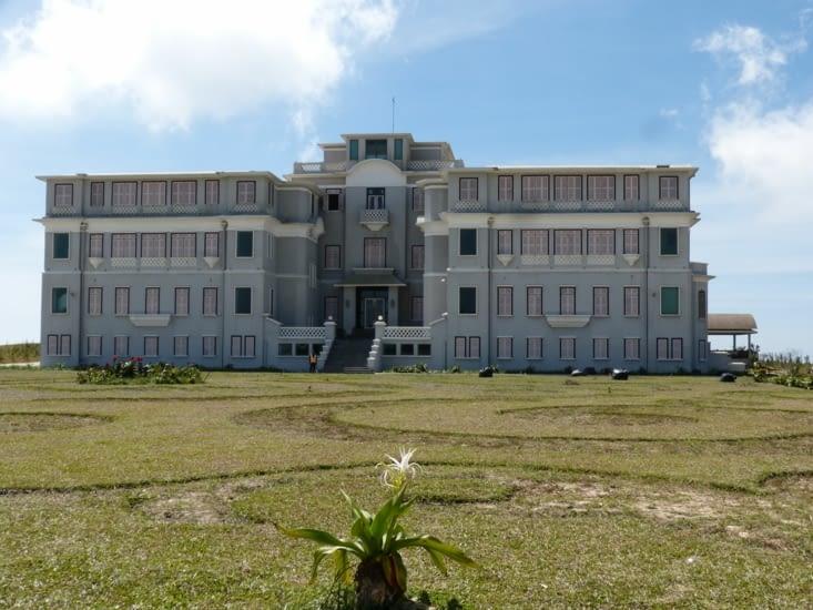 le Bokor palace hôtel construit par les français avec casino avant les kmèrs et qui vient
