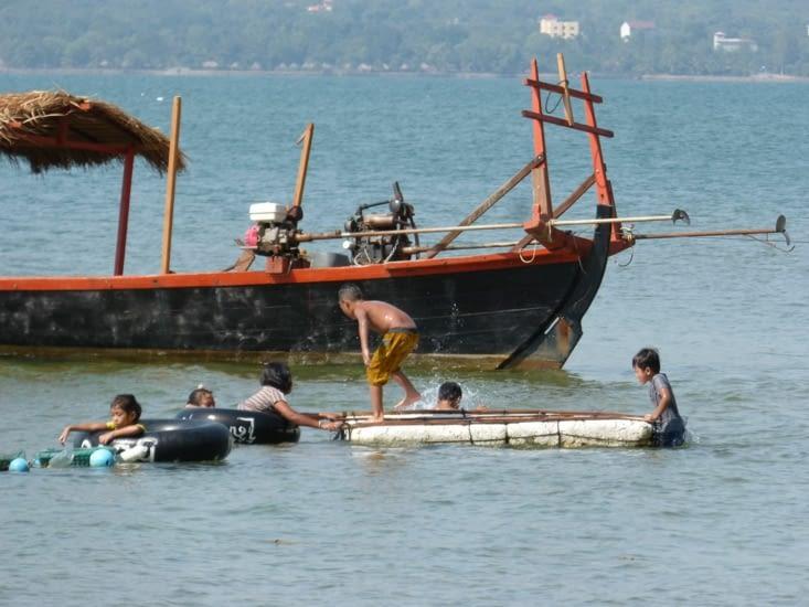 l'île est  peuplée par quelques familles de pêcheurs
