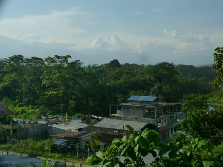 Tena dans la selva et au loin les Llanganates