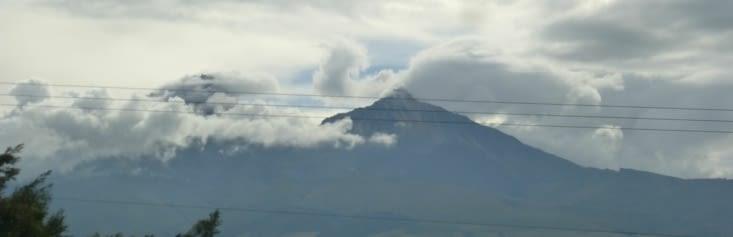 nous suivons ce qu'on appelle l'avenue des volcans, soit une trentaine de volcans à plus