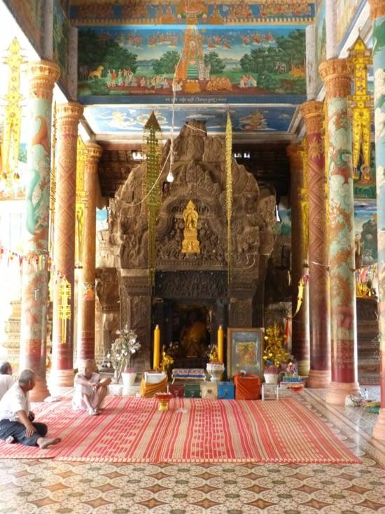 Wat Nokor Bachey : une pagode moderne constuite à l'intérieur d'un temple