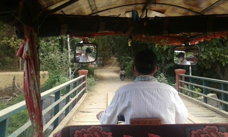 chemins de campagne en tuk tuk notre moyen de locomotion préféré