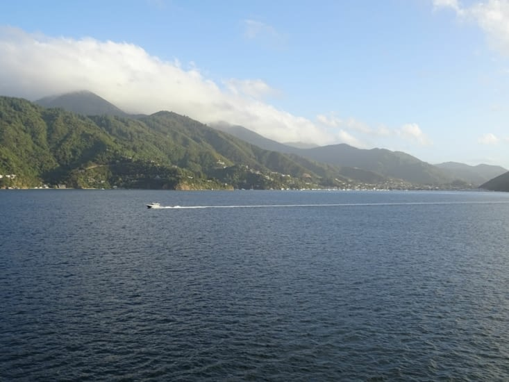Nous voyons Picton, ville d'arrivée du ferry !