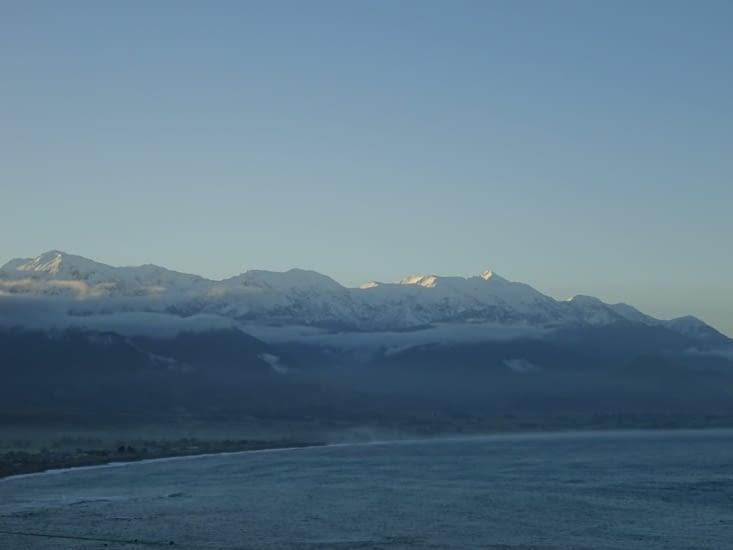La vue se dégage sur les belles montagnes qui nous entourent