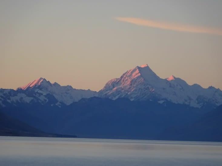 Couché de soleil sur les montagnes