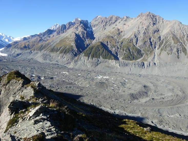 Le glacier Tasman, malheureusement, recouvert de sable !