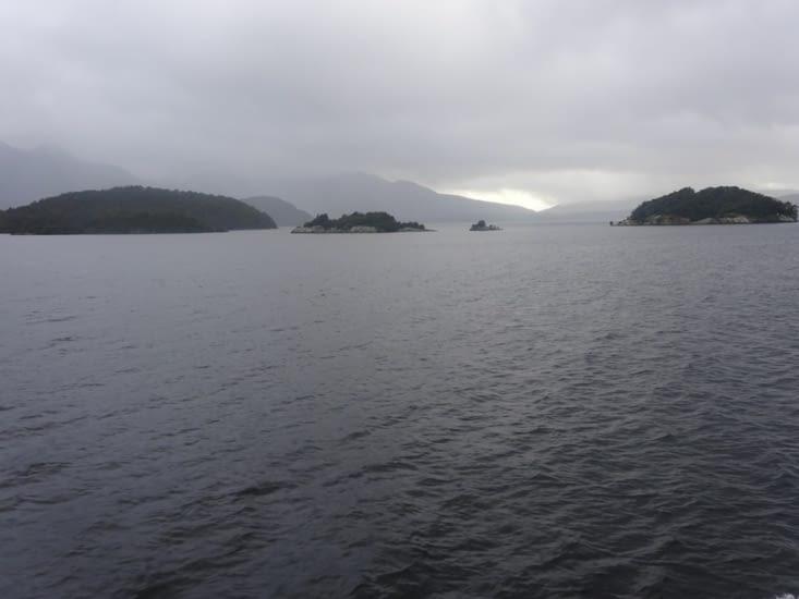 Traversée du lac Manapouri : le beau temps n'est pas encore là ...