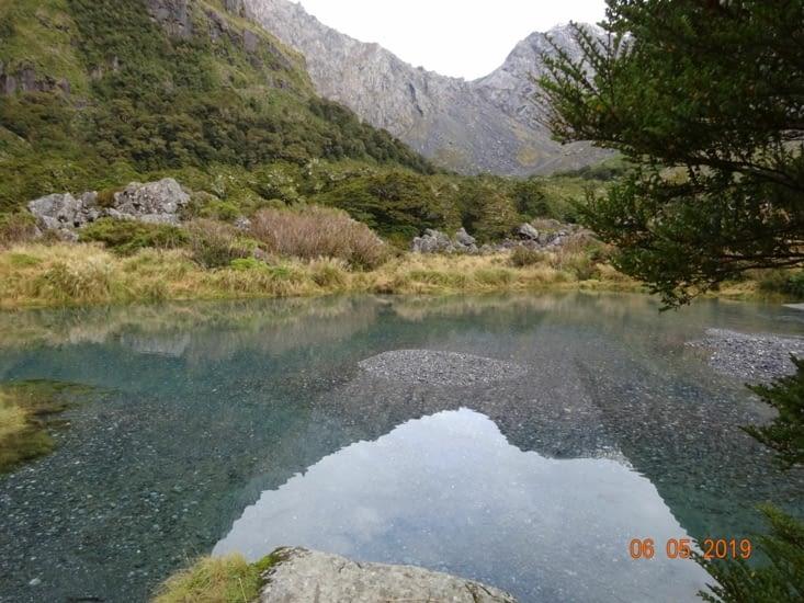 Au départ de la rando, il y a ce lac, d'une clarté !!