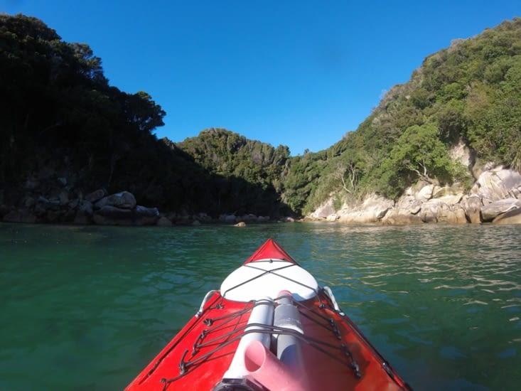 Dommage, on ne voit pas les otaries qui jouent dans l'eau .... juste devant le kayak !!