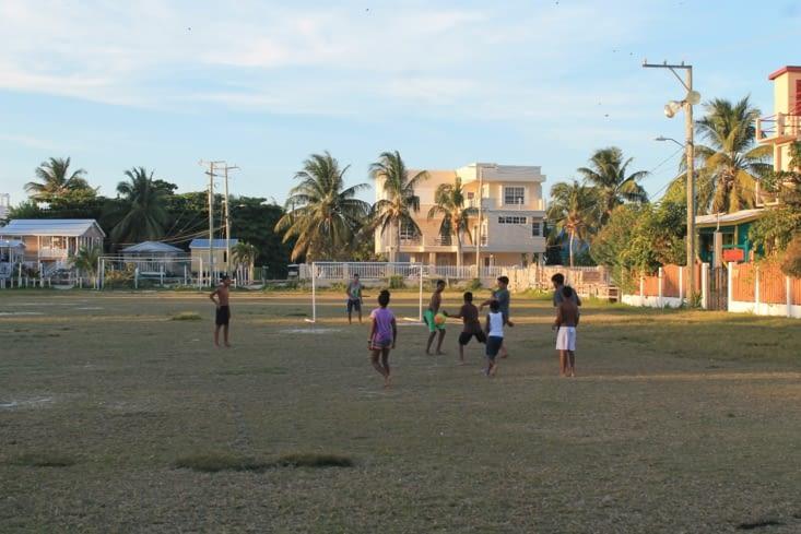 Partie de foot des jeunes  de l'île