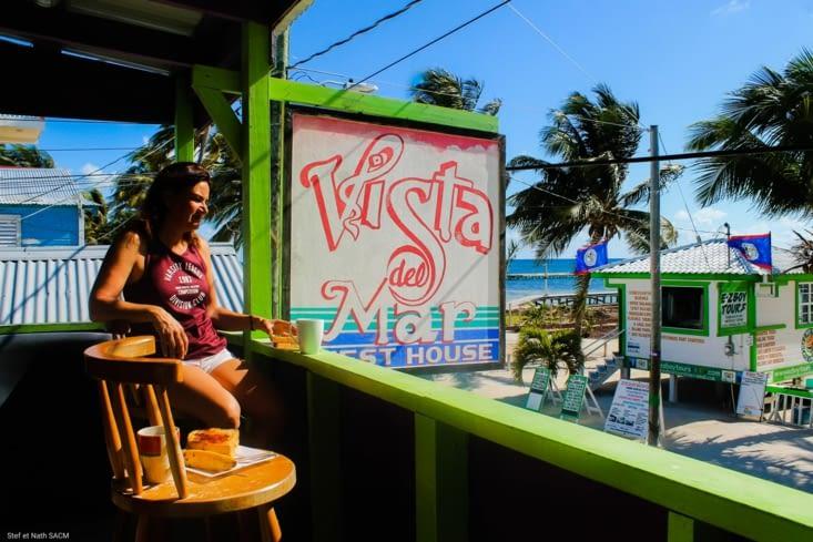 Petit déjeuner au balcon du Vista del Mar