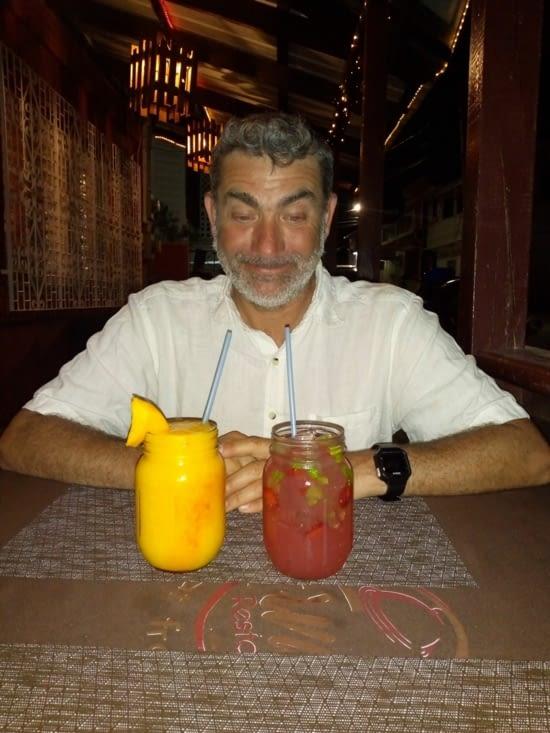 Dégustation  boisson locale  daiquiri à la mangue et mojito menthe fraise ! Que Bueno