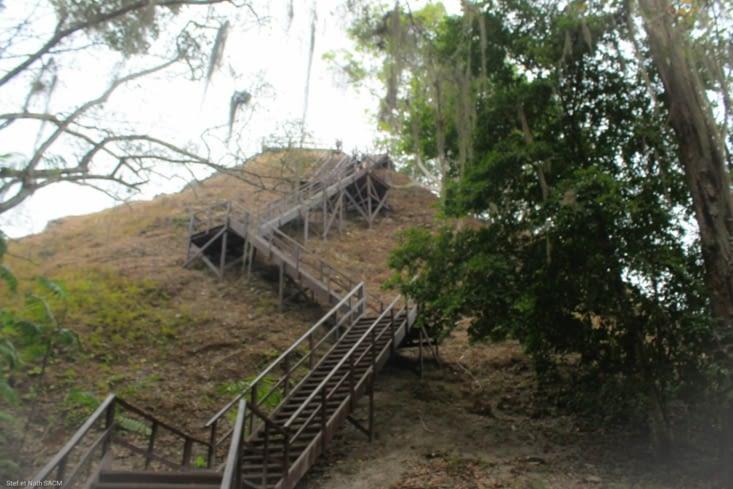 Un petit  escalier de 113 marches  pour monter tour n°4