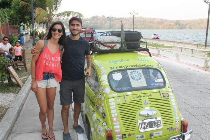 Un couple  d Argentin qui font Buenos Aires Alaska en Fiat 500