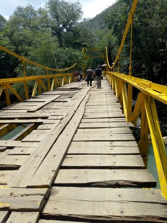 Le pont nous avons  pu traverser à pied en toute prudence, car il est un peu haut