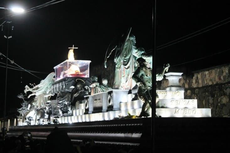 Procession de nuit