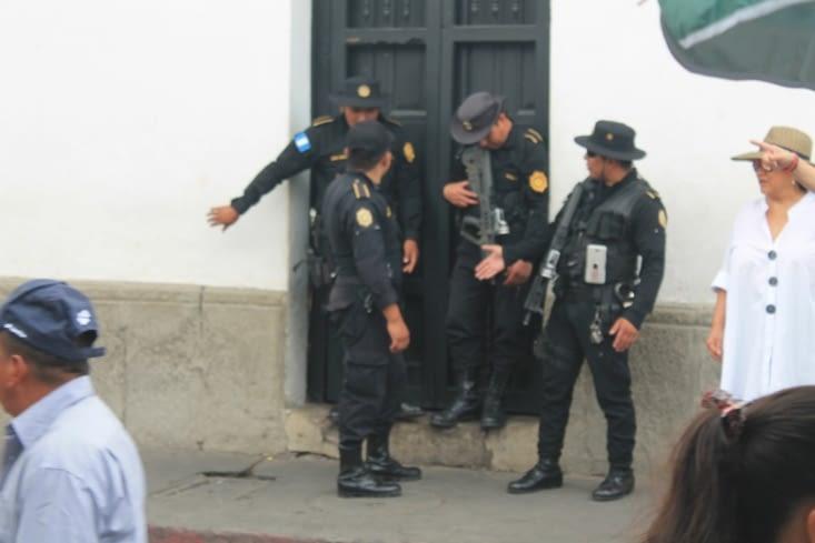 Police en très grand nombre y compris l armée