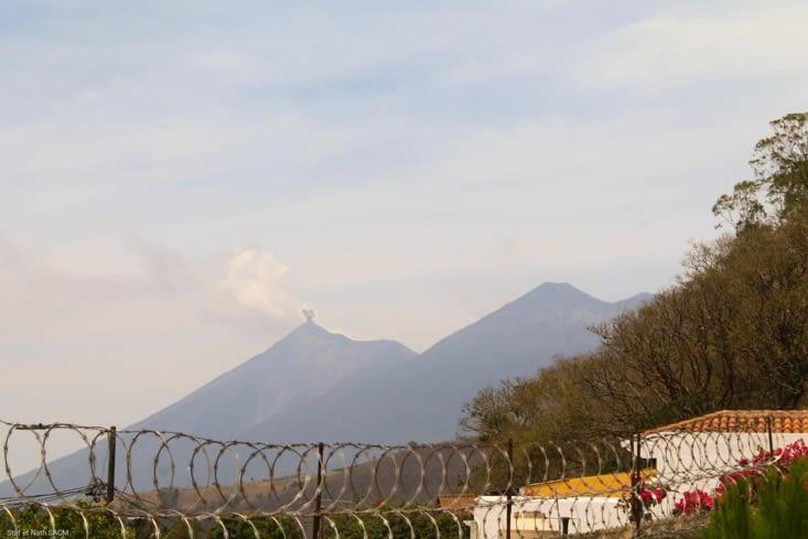 Volcan plutôt actif. Le El Fuego. Interdit d accès on comprend pourquoi!