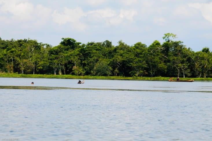Pêcheurs locaux au harpon,