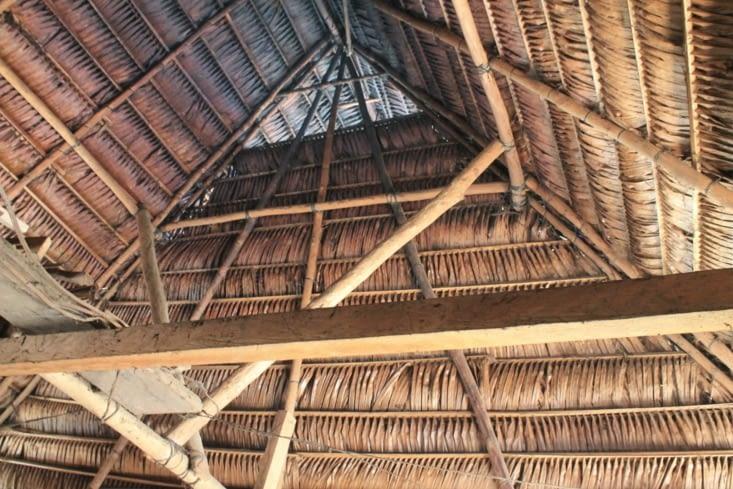 Le toit de la maison de Carlos qu' il a construit lui même avec ses frères