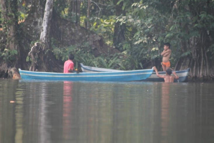 Pêcheurs locaux au harpon