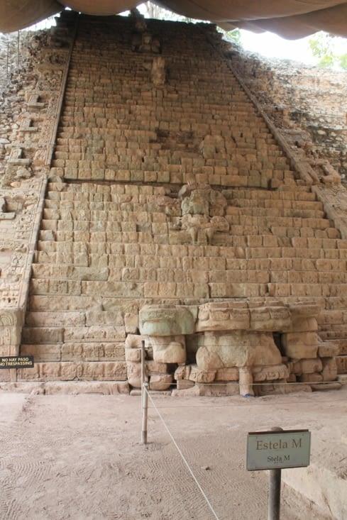 Escalier entièrement  sculpté en cours de rénovation