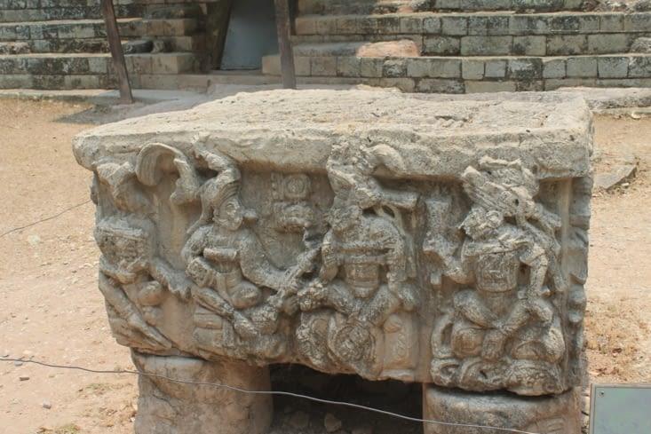Sculptures de stèle