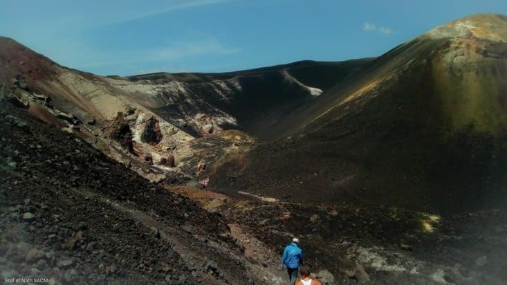 Descente dans le cratère