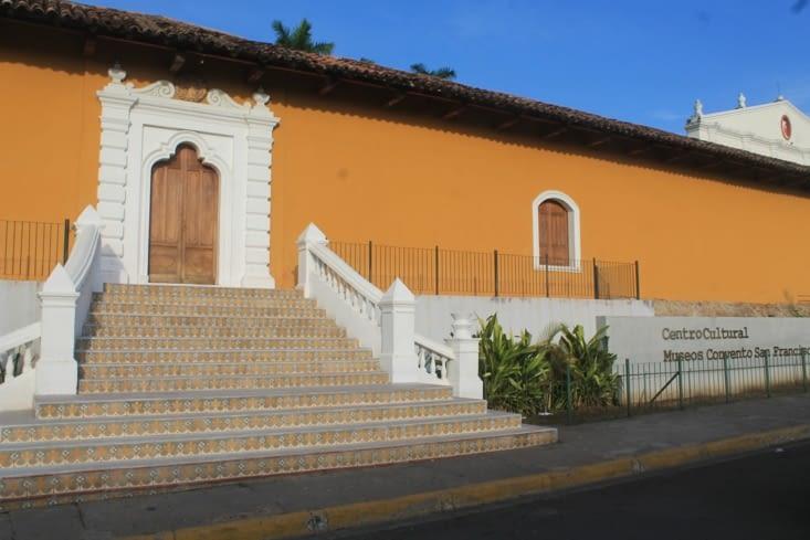 Maison  coloniale aménagés en centre culturel