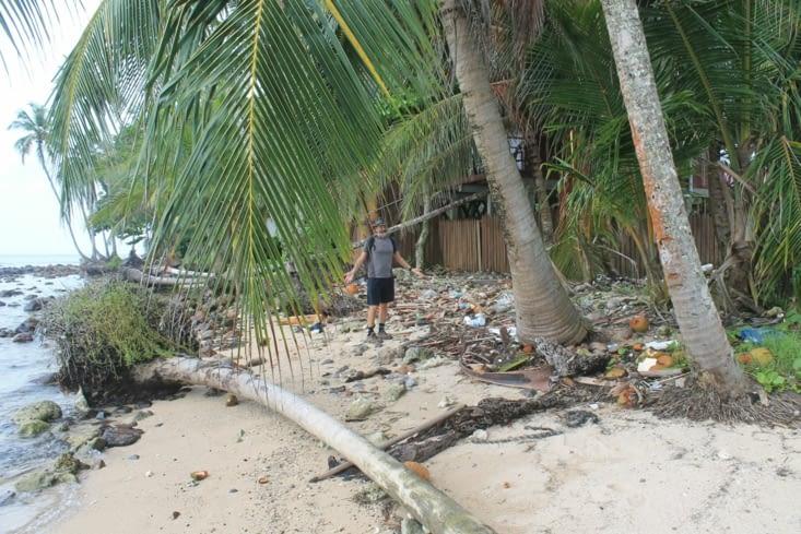 Le bout de l île côté ouest, une vrai catastrophe mais tout le monde s en fou