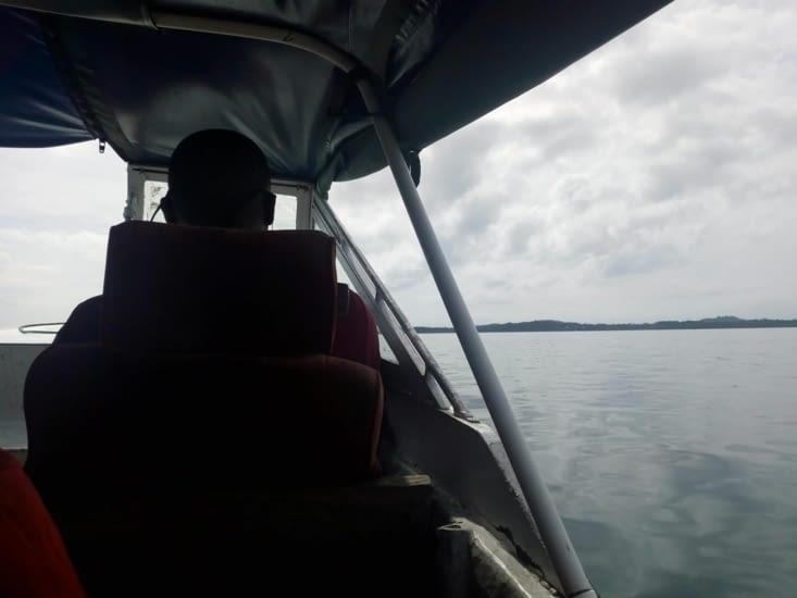 Fauteuil du pilote du bateau taxi