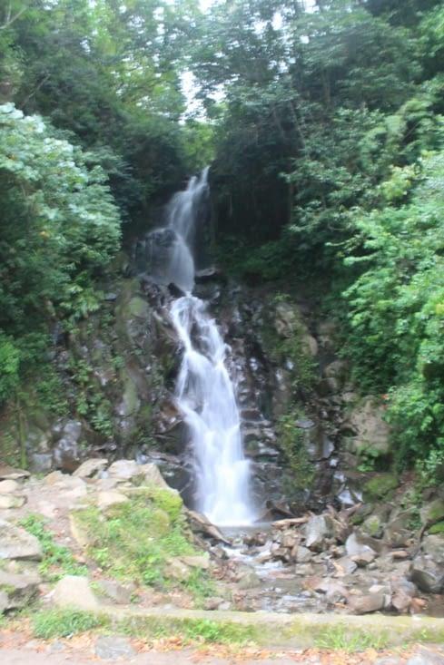 Sur la route retour une belle  cascade