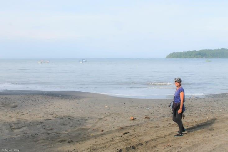 Équipée pour une journée dans l eau